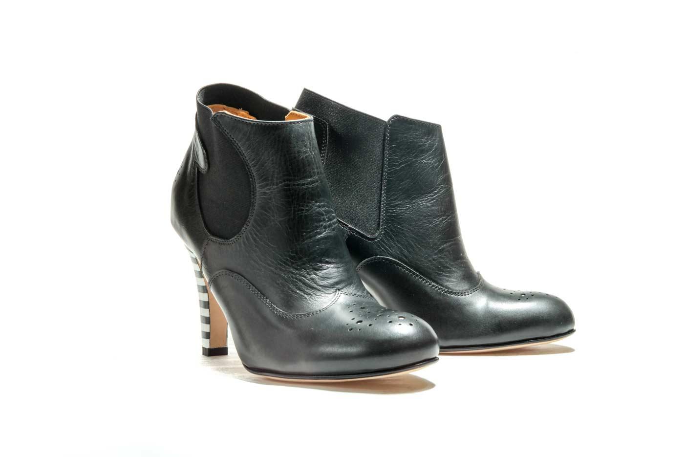 Black chelsea heels boots | Handmade