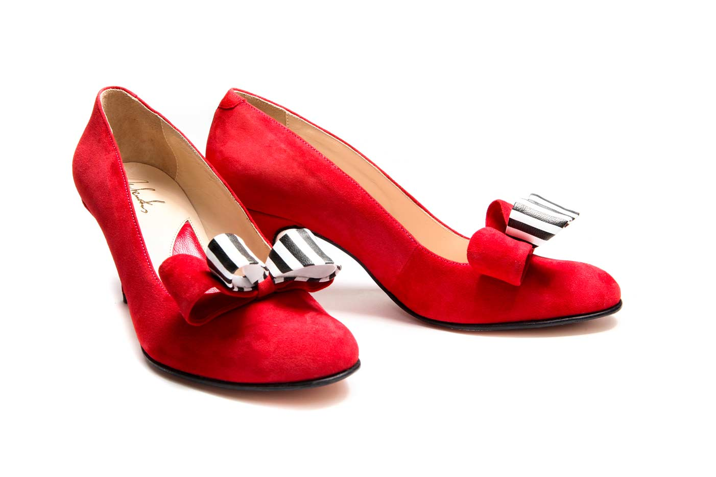 Red bow shoes at official | Milenika